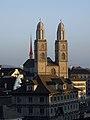 Zürich - Reformiertes Grossmünster und Rathaus.jpg
