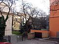 Zeleň u Atria na Žižkově.jpg