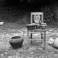"""""""Piskr"""" (posoda) za svinje, """"šticl"""" (pekač) za potico in """"dvojčki"""" (za južino nesti na polje), pri Roškovniku, Hudinja 1963.jpg"""