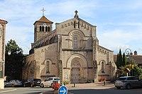 Église St Étienne Azé Saône Loire 1.jpg