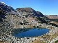 Безименно езеро по Страшното езеро.jpg