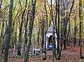 Братська могила воїнів УПА , полеглих у лісі біля с. Королин (червень 1948 р.,символічні хрести та капличка0.jpg