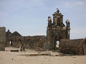 1964 Rameswaram cyclone - Remains of a church in Dhanushkodi in 2007