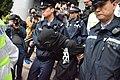 一名熱血公民成員涉嫌在法院外與親建制派人士發生踫撞.jpg