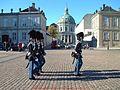 丹麦王宫卫队 Amalienborg Slotsplads - panoramio.jpg