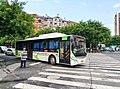 江油转弯的2路公交车(宇通H12).jpg