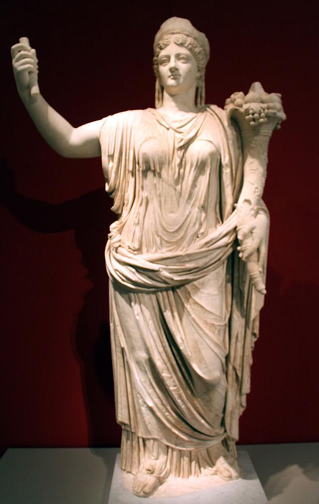 648px-0047_Altes_Museum_Statue_der_verg%C3%B6ttlichten_Kaiserin_Livia_Drusilla_anagoria.JPG?uselang=ru