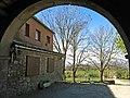 040 Santuari de la Mare de Déu dels Munts (Sant Agustí de Lluçanès), l'hostatgeria des del porxo.jpg