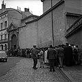 05.06.61 Procès Tournerie des Drogueurs. La foule aux Assises (1961) - 53Fi914.jpg