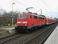 111 121 steht als RE 4 in Übach.jpg