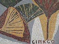 1170 Andergasse 10-12 - Ernest Bevin-Hof Stg 15 - Hauszeichen Gingkoblätter von Hildegard Krampa 1958 IMG 4781.jpg