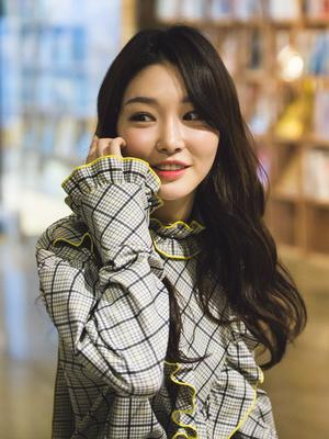 Kim Chung-ha - Chungha in April 2017