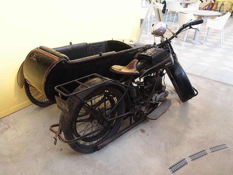 File:1922 Gnome Rhone D 5cv, Musée de la Moto et du Vélo, Amneville, France, pic-002.JPG
