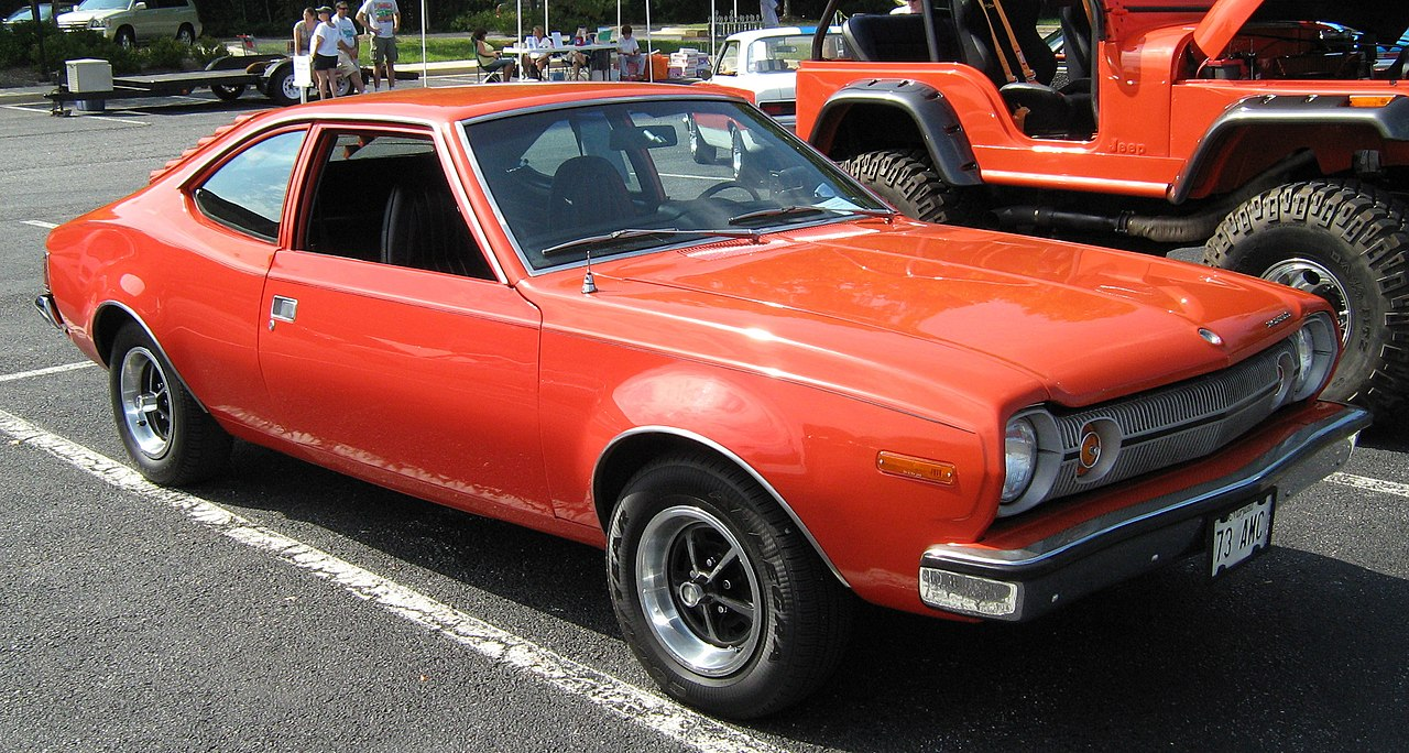 Archivo:1973 Hornet hatchback V8 red MD-fr.jpg