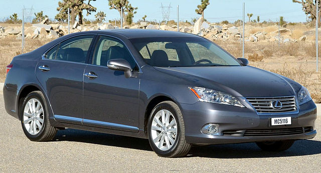 http://upload.wikimedia.org/wikipedia/commons/thumb/e/e8/2012_Lexus_ES350_--_NHTSA_2.jpg/640px-2012_Lexus_ES350_--_NHTSA_2.jpg