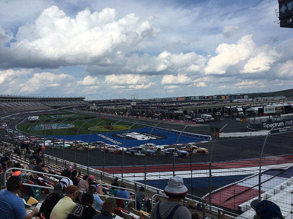 2018 Drive for the Cure 200 from turn 1.jpeg