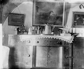 Jans Martense Schenck house - Image: 50.192mn in situ interior sideboard print bw IMLS, Schenck House