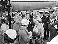 Aankomst Hare Koninklijke Hoogheid Prinses Beatrix op Schiphol uit Amerika, Hare, Bestanddeelnr 910-6935.jpg