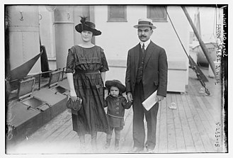 Aarón Sáenz Garza - Aarón Sáenz Garza and family aboard ship in 1922