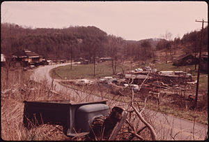 Wilder, Tennessee - Image: Abandoned cars wilder tennessee 1974