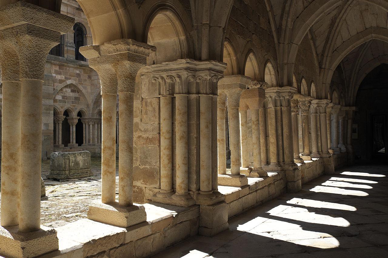 Aguilar de Campoo Santa María la Real Cloister 661.jpg