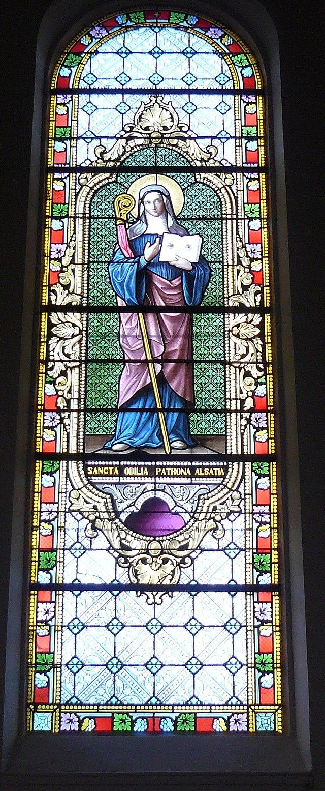 Vitrail montrant Sainte Odile, patronne de l'Alsace, réalisé par Ott Frères, Strasbourg. (source: Wikipédia)