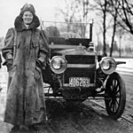 Alice Huyler Ramsey with her Maxwell automobile
