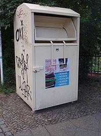 Altkleider-Container ohne Firmenkennzeichnung (weiß)