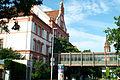 Am Lindener Berge 12 ehemalige Städtische Mittelschule Linden Georg Fröhlich 1905 jetzt IGS Linden Hannover Blick bergab mit Verbindungstrakt.jpg