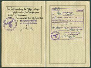 Amtsdokument Paul Fischer 1940 Deutsches Reich Reisepass Seite 08 09 blanco Zustimmung Reichpolizeibehörde Luckau Sichtvermerk Auswärtiges Amt Sichtvermerksstelle.jpg