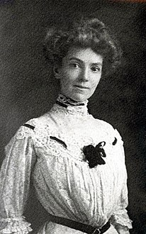 Anna Eckstein as a young woman maybe 1907.jpg