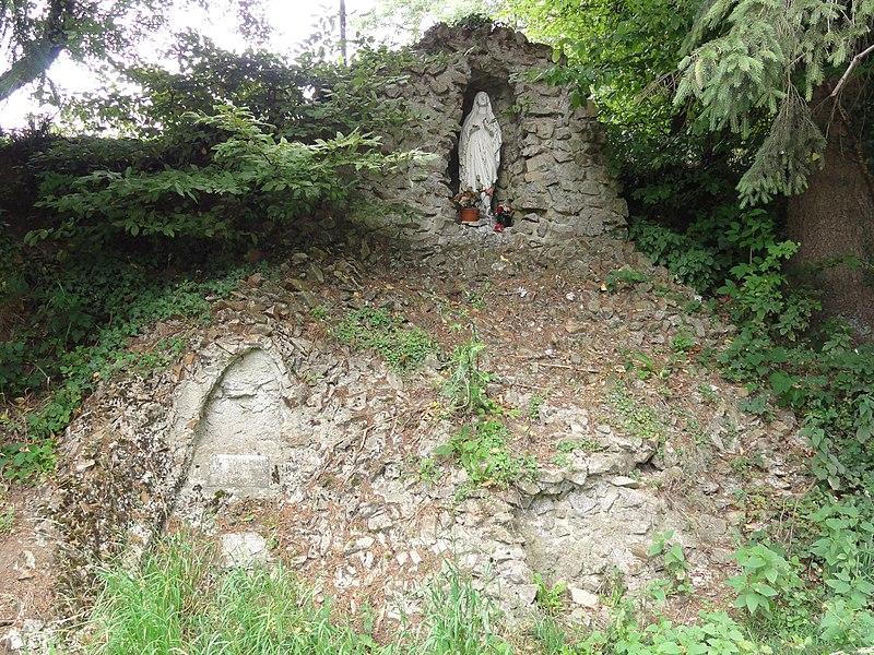 Anor (Nord, Fr) chapelle - grotte de Lourdes, rue de la Vieille Verrerie, chemin de terre passant près de l'ancienne Verrerie Blanche