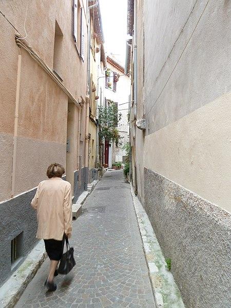 Antibes rue des paveurs vue