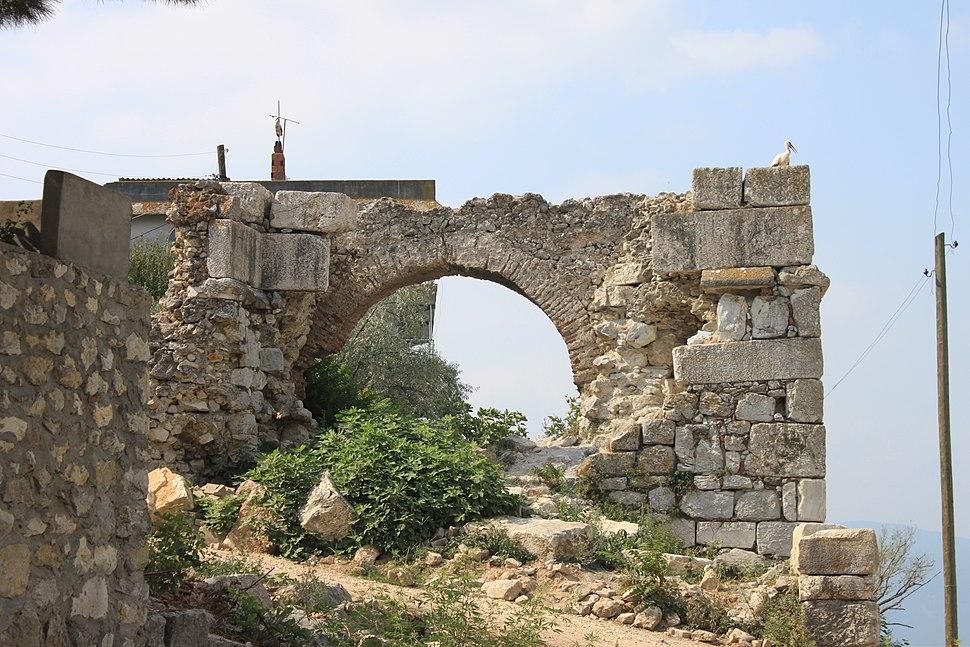 Apollonia ad Rhyndacum, Tor der byzantinischen Burg