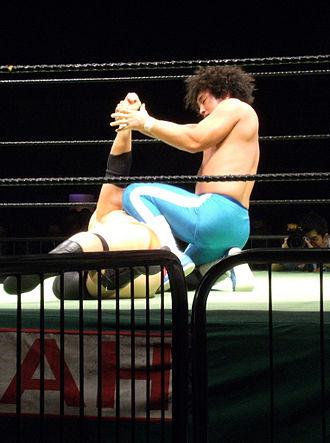 Atsushi Aoki - Aoki with an armbar on Joel Redman