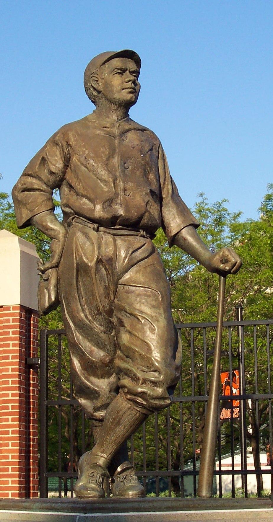 Babe Ruth statue