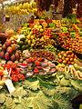 Bancarella della frutta al Mercato de la Boqueria.jpg
