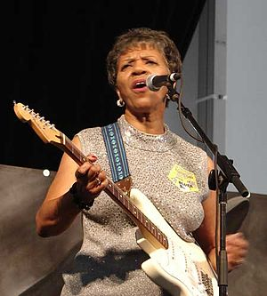 Barbara Lynn - Barbara Lynn on stage at the New Orleans Jazz & Heritage Festival, 2008
