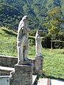 Basilica Santi Vittore e Corona - Statuen Vittore und Corona am Fuss der Freitreppe.jpg