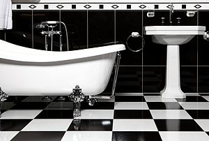 Black and white tiles bathroom