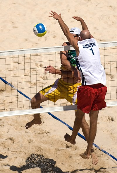 Phil Dalhausser attempts to block Fabio Luiz Magalhaes's attack Beach volley at the Beijing Olympics - Final USA v. Brazil.jpg