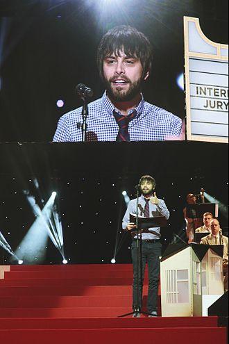"""Benson Taylor - Taylor presenting """"Best Actor"""" to Eddie Redmayne at Pöff in Tallinn in 2014."""