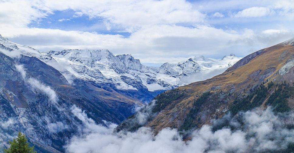 Bergtocht van Gimillan (1805m.) naar Colle Tsa Sètse in Cogne Valley (Italië). Zicht op de omringende alpentoppen van Gran Paradiso 06