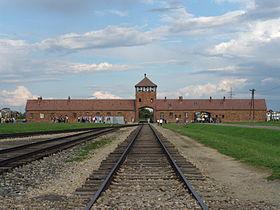http://upload.wikimedia.org/wikipedia/commons/thumb/e/e8/Birkenau_gate.JPG/280px-Birkenau_gate.JPG