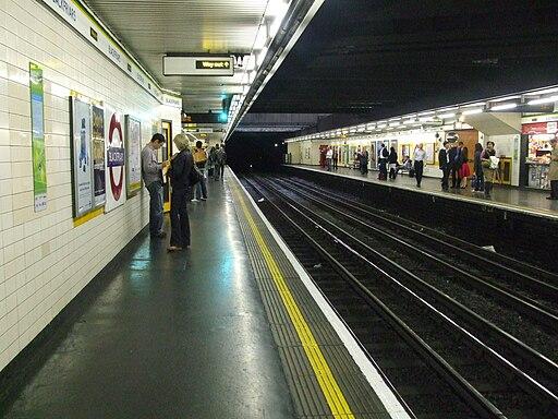 Blackfriars tube stn eastbound