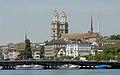 Blick vom Zürichsee auf Quaibrücke und Grossmünster (2009).jpg