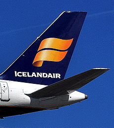 Boeing 757-200 - Icelandair (tail).jpg