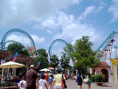 How to get to Six Flags-Fiesta Texas in San Antonio by Bus