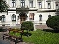 Bucuresti, Romania. MUZEUL COLECTIILOR DE ARTA. PALATUL ROMANIT. (exterior cu banca) (B-II-m-B-19862).jpg
