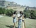 Budapest I., Tabán, Földmérés teodolittal, adó-vevő készülék segíti a kommunikációt. - Fortepan 99258.jpg